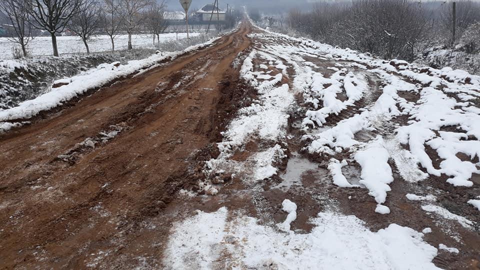 Невдалий експеримент із глиняною дорогою на Закарпатті