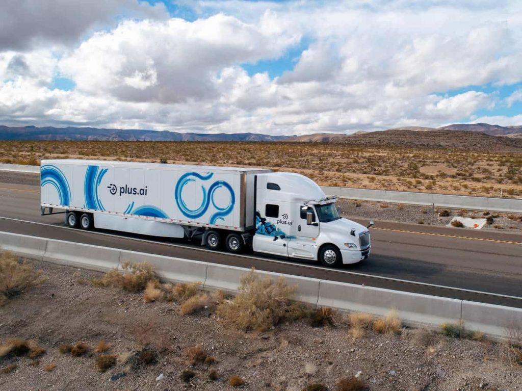 Вперше безпілотна вантажівка перетнула США