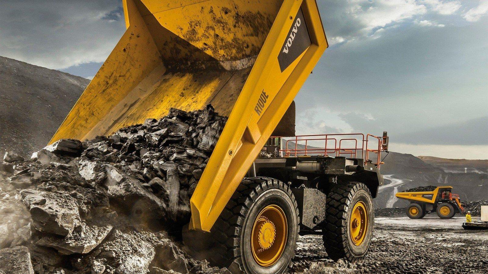 100 тонный карьерный самосвал Volvo R100E с суперсовременными устройствами