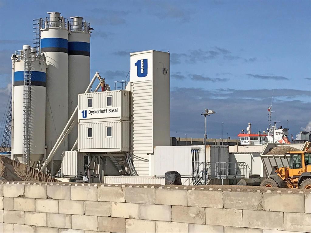 В строительстве самого крупного в мире морского шлюза используется бетоносмесительная установка Liebherr Mobilmix 3.5