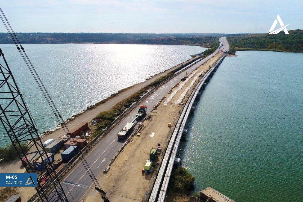 Відновлено дорожні роботи на мосту через Хаджибейський лиман