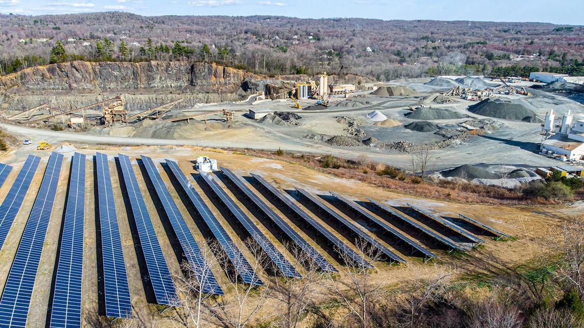 На щебкарьере установили солнечные батареи мощностью 1,3 МВт