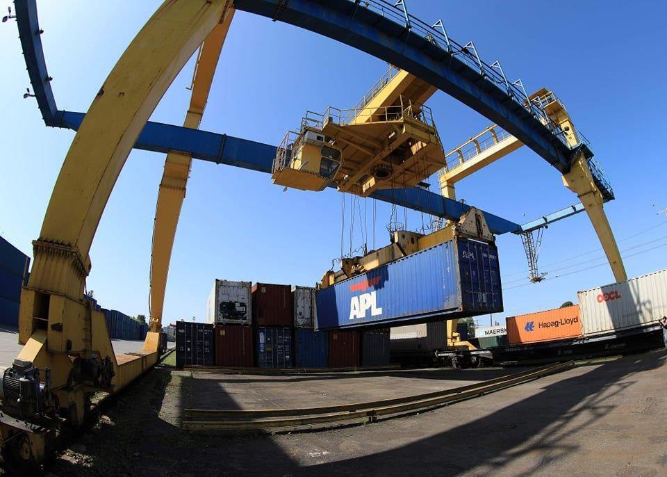 Перший контейнерний поїзд із Китаю привіз до України бурильні труби та медичне обладнання