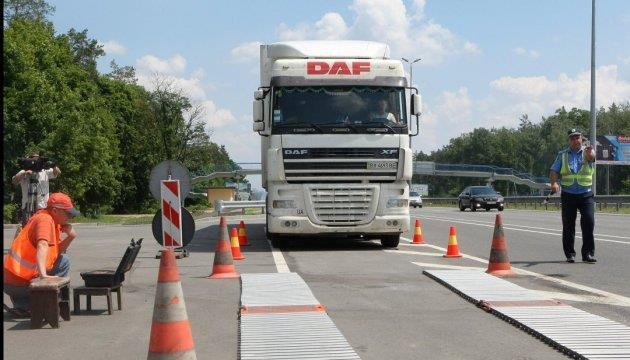 На українських дорогах встановлять майже 50 комплексів Weigh-in-Motion