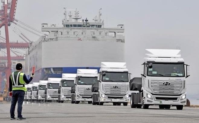 Hyundai поставила до Швейцарії перші важкі вантажівки на водневому пальному