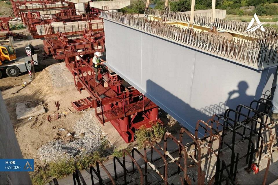 На мосту через Дніпро у Запоріжжі розпочато монтажно-будівельні роботи