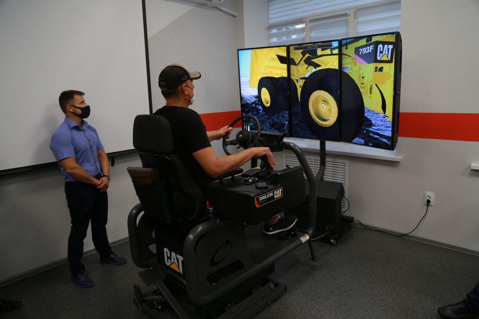 В Україні запрацював перший тренажер-симулятор для операторів важких самоскидів