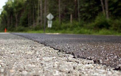 Микросюрфейсинг и Сларри Сил — эмульсионно-минеральные смеси для защиты дорог: их применение и преимущества