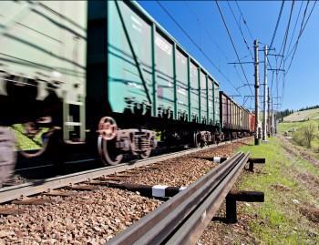 В УАИП подсчитали, сколько известняка, минпорошка и извести перевезла железнаядорога в этом году