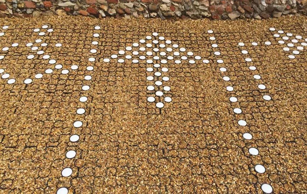 Компания Roland разработала твердое покрытие для дорог со 100% переработанного пластика