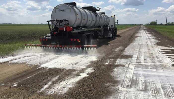Обеспыливание автомобильных дорог: применяемые способы и вещества