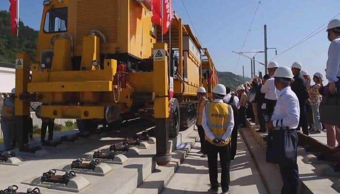 В Китае впервые в автоматическом режиме были уложены 500-метровые рельсы