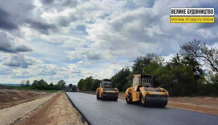 """В """"Укравтодорі"""" відзвітували про хід робіт на одній з найгірших доріг Львівщини"""
