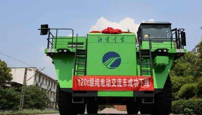 Китай производит первый в мире карьерный самосвал массой 120 тонн с аккумуляторами CATL