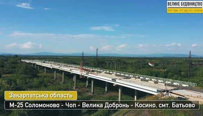 На Закарпатье ремонтируют самый длинный мост региона