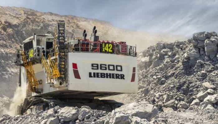Горный экскаватор Liebherr R 9600 готов работать круглосуточно, без выходных и праздников