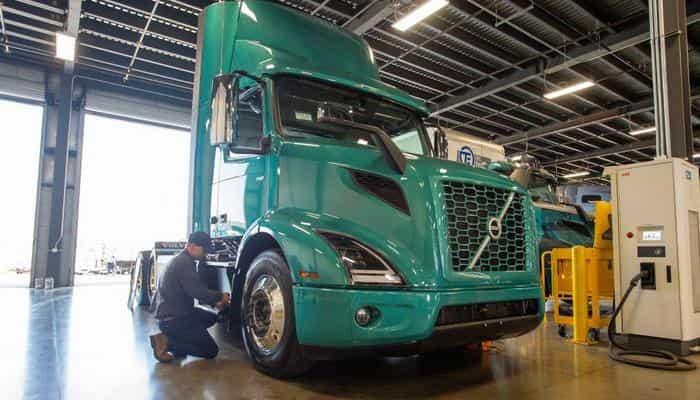 Первый сертифицированный центр электро грузовиков  Volvo Trucks открылся в Америке