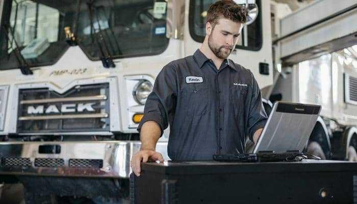 Програма від Mack Trucks допомагає збільшити час безвідмовної роботи та підвищити безпеку транспортних засобів