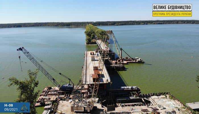 У Полтавський області на дорозі Н-08 Бориспіль – Маріуполь оновлюємо міст через р. Сула.