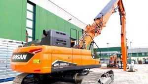 Doosan додає третій екскаватор для демонтажу будівель