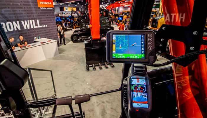 Компания Hitachi представила предварительную версию технологии контроля угла наклона ковша экскаватора