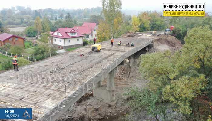 На Прикарпатті ремонтують 80- річний шляхопровід на дорозі Н-09 Мукачево – Львів