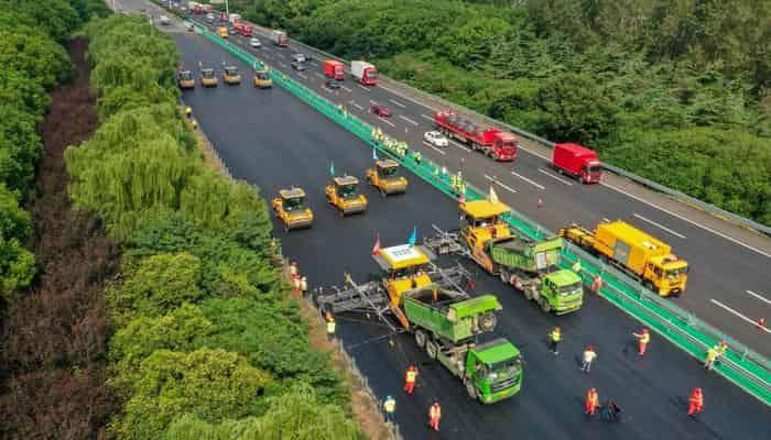 Роботы XCMG прокладывают загруженное шоссе в Китае